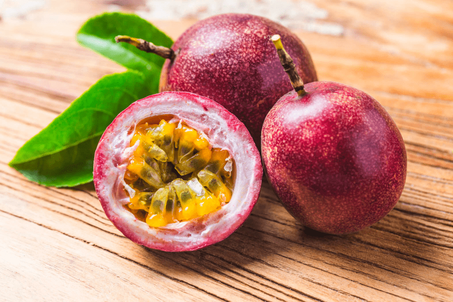 Passion fruit - a typical tropical fruit of Vietnam (Photo source: dashu83)