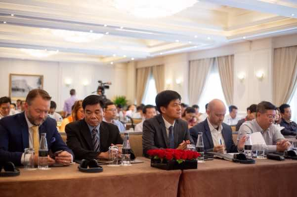 Ông Nguyễn Mạnh Hùng và các đại biểu tại Lễ công bố hợp tác