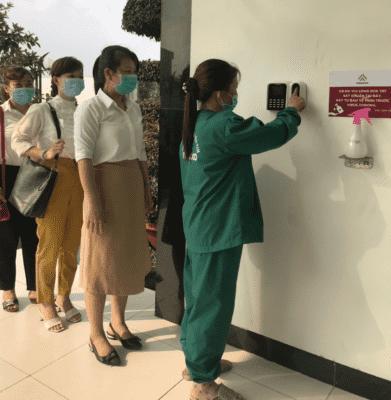 Hình ảnh quét vân tay, rửa tay sát khuẩn tại Nasoco
