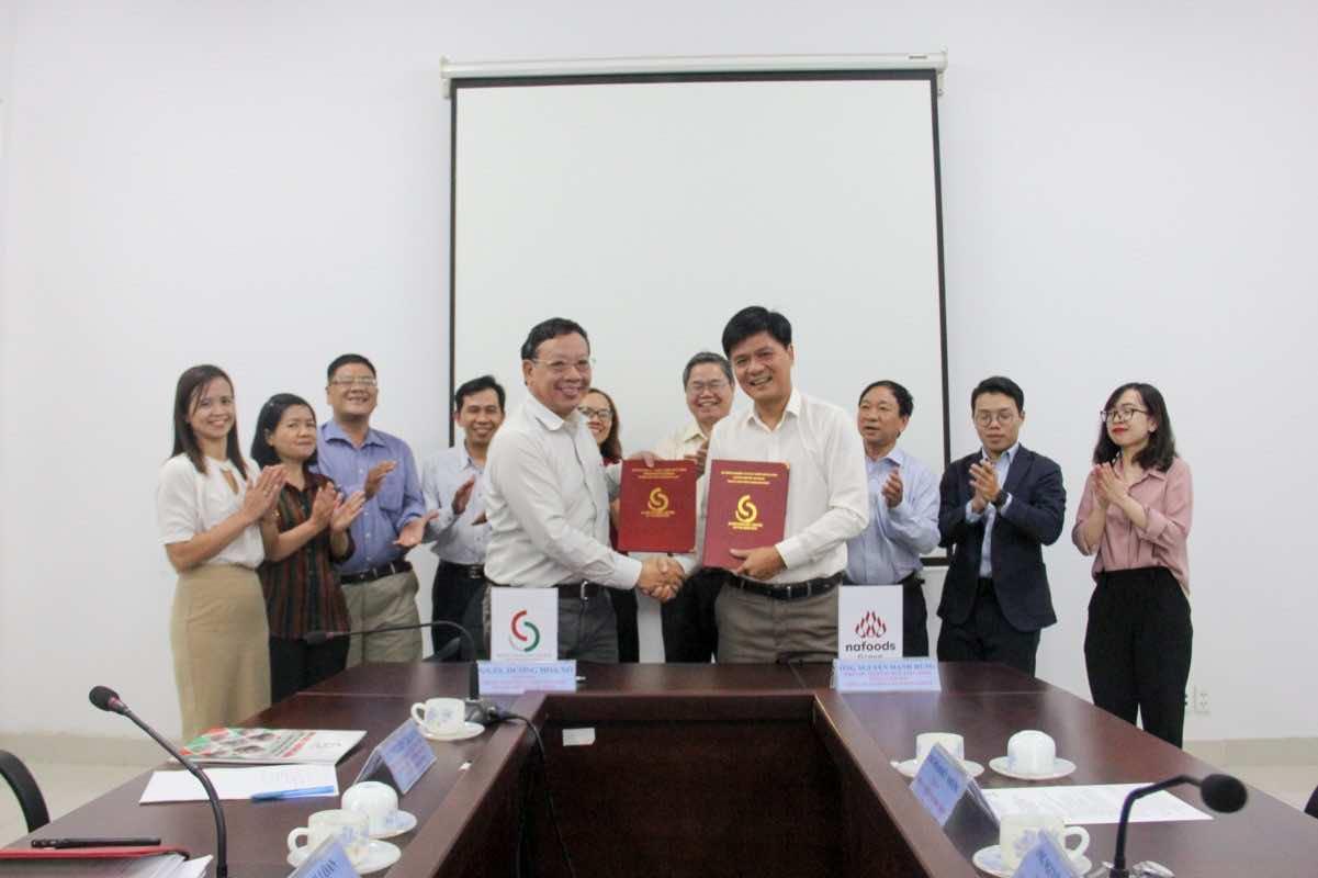 Lễ ký kết ghi nhớ hợp tác nghiên cứu và đào tạo giữa Công ty CP Nafoods Group và Trung tâm công nghệ sinh học TP HCM